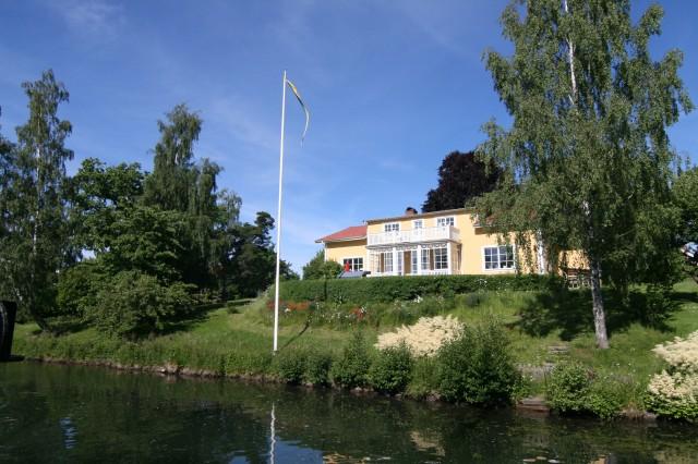Mye fin bebyggelse langs Gøtakanalen.