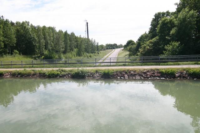 Her krysser riksvegen under Gøtakanalen.